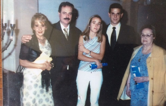 En el año 2002, en la entrega del Premio Fraternidad, con Maria Cristina Reyes, Aline Garet Reyes, Guillermo Frizzi y Olga Garet Ayala.