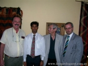 En Teherán, con un funcionario de la embajada, el poeta Osvaldo Picardo y el embajador uruguayo, José Luis Remedi