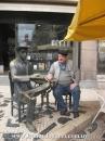 Junto a la estatua de Fernando Pessoa; Lisboa, 2011