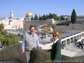 Con María Cristina Reyes, en el Muro de los Lamentos, Jerusalén.