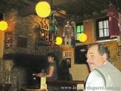 En Bruselas, Café de las Marionetas.