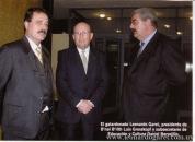 Con el presidente de la B' nai B' rith Luis Grosskopf y el subsecretario de Educación y Cultura Daniel Bervejillo. Entrega del Premio Fraternidad 2002 a Leonardo Garet.